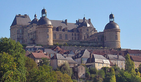 Ch�teau d'Hautefort, Dordogne.  Copyright Cold Spring Press 2011-present.  All rights reserved.