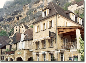 La Roque Gageac, Dordogne.  Photo copyright by Jo Anne Marquardt.  All rights reserved.
