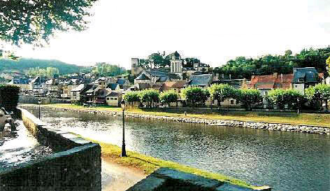 Montignac and the River Vézère.  Copyright Cold Spring Press 1995-present.  All rights reserved.