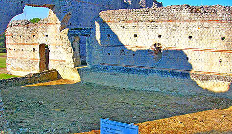 Gallo-Roman Ruins at Th�s�e. Copyright Cold Spring Press 2009-present.  All rights reserved.