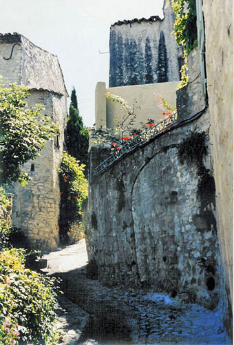 A winding lane in charming Vaison la Romaine
